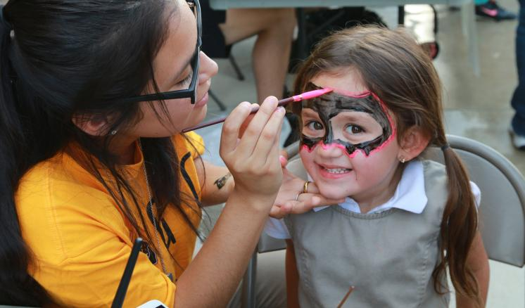 An ETBU students lead face painting
