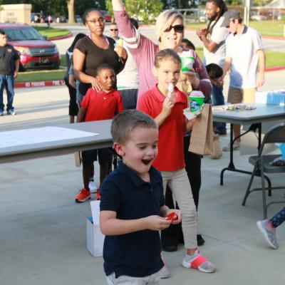 ETBU students play games with MISD families